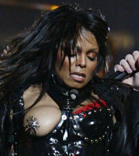 janet-jackson-superbowl-boob-pic
