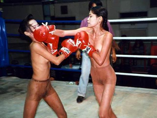 girls-boxing-boys-naked
