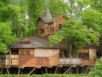Amazing Treehouses 03