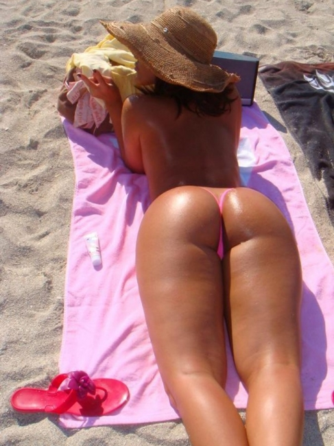 Beach Butts 07