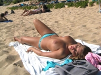 Beach_boobs_06