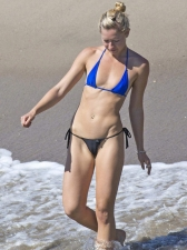 Bikinis 32