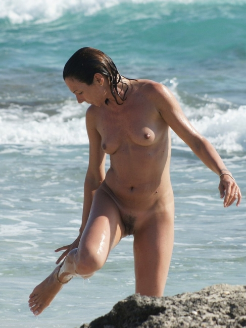 Girls Frolicking In The Surf 02