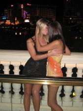Girls Kissing 17