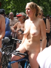 Girls On Bikes 19