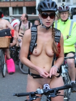Girls On Bikes 09