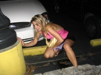 Girls_peeing_01