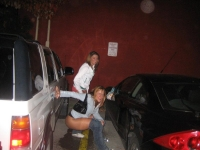 Girls_peeing_05