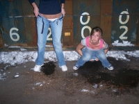 Girls_peeing_06