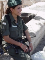 Israeli_army_chicks_16