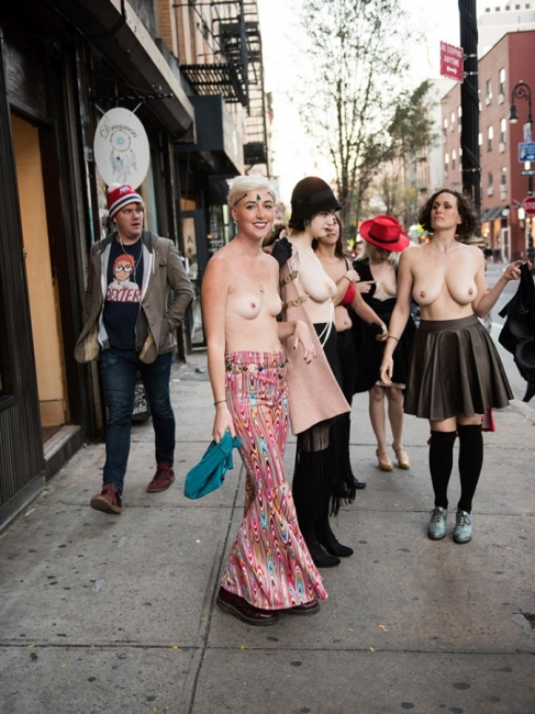 Nude In New York 17