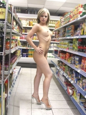 Shoppers 06