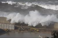 Stormy_seas_16