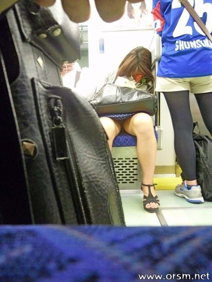 отмечает, апскирт по русски в метро великолепная кралечка работает