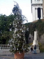 Unusual Christmas Trees 04