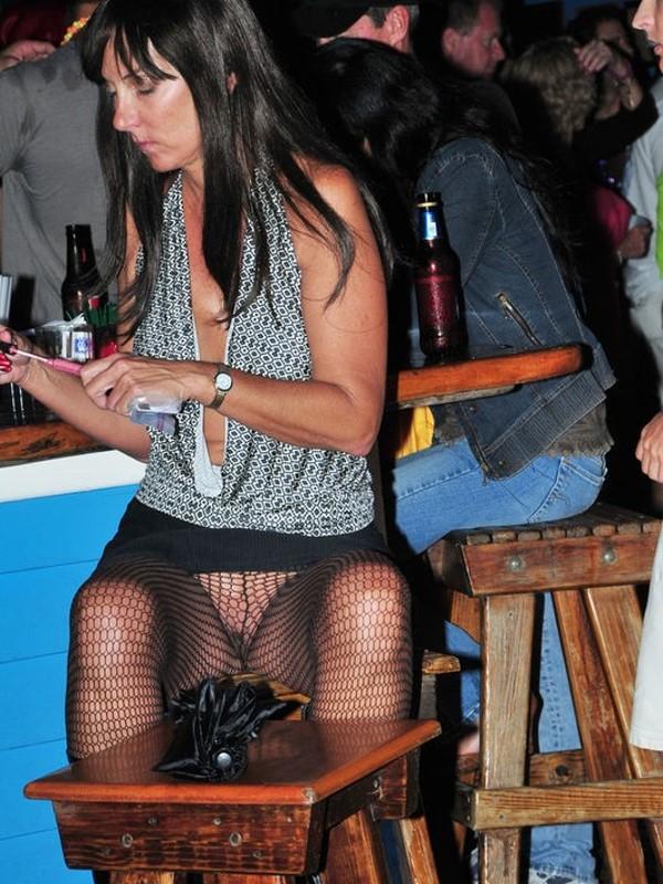 Видео что под юбками у девушек на дискотеке видео мулаткой анальный куни
