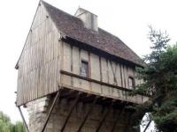 Weird_houses_10